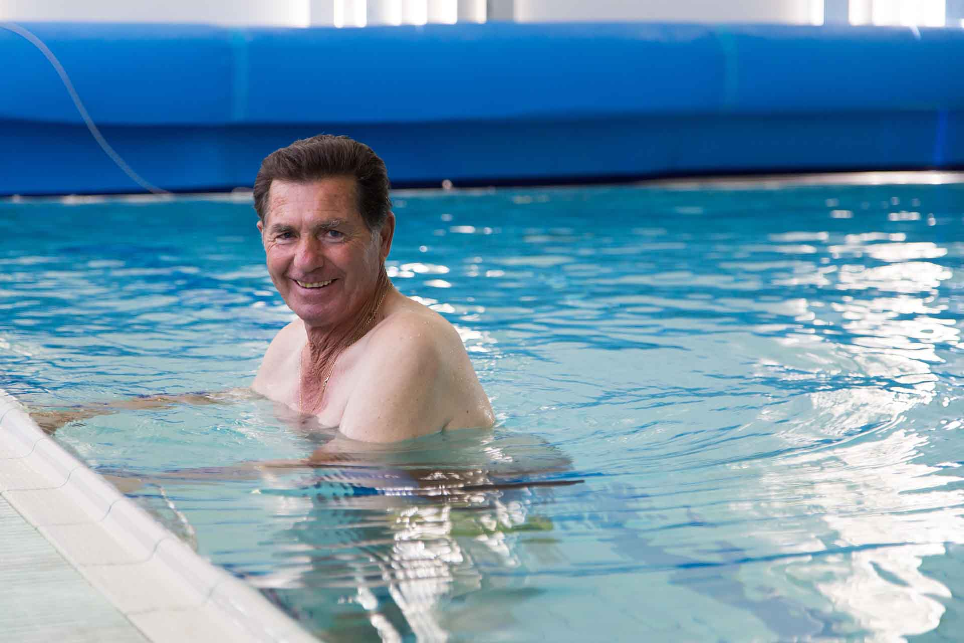 Toumazi Physio Gallery - Hydrotherapy pool man